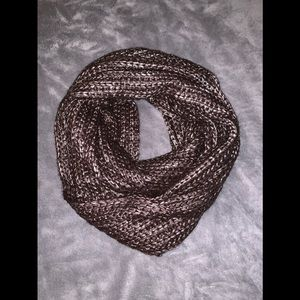 Steve Madden scarf worn one time /very cute